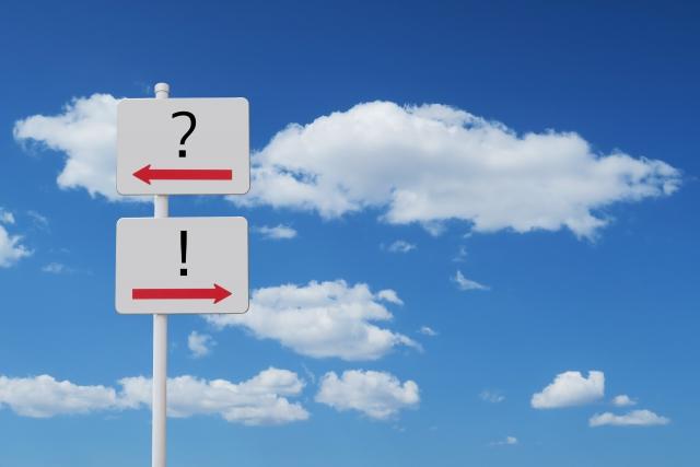 標識と青空 健康保険の正解イメージ
